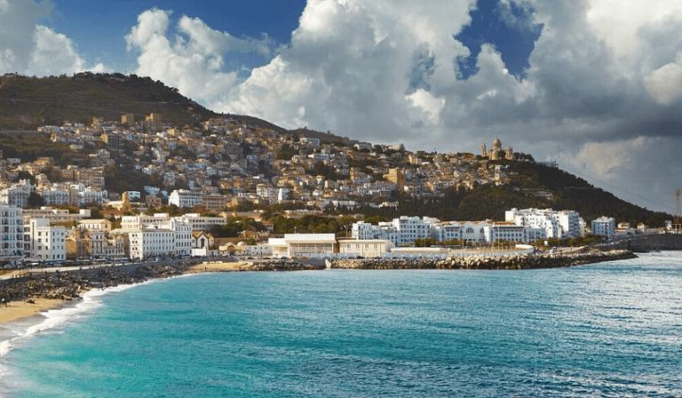photo montrant la baie d'Alger, eau de mer